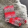 ダイソーデザインヤーンで手編みの靴下を編む
