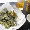 近所で生えてた道草(カラスノエンドウ、ユキノシタ、アザミ、イタドリ、ヤブガラシ)を食べてみる