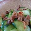 カリカリとパリパリでお箸が止まらない!「カリカリバラ肉ときゅうりの炒め物」