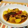 カレーに入れるお肉は何ですか?僕は断然鶏肉です!/骨つきモモ肉と里芋のカレー蒸し煮