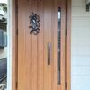 木製風の玄関ドアにしたい!