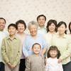 子供が生まれると家族総出で近所へ引越す中国と、「自分で産んだのに自分で育てていない」と後ろ指をさされる日本。