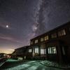 【天体撮影記 第63夜】 槍ヶ岳山荘と槍ヶ岳の頭上に広がる美しい星空を撮影しました