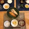 ごはん、焼き魚、白菜と人参のコールスロー、ナスと揚げの味噌汁
