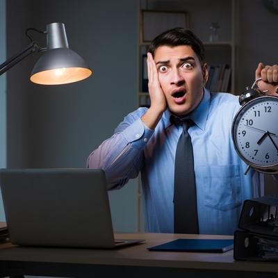 1日8時間以上働くのは法律違反…? 改めて覚えておきたい労働時間の基本
