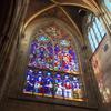 ウィーン ヴォティーフ教会 朝の光に輝くステンドグラスに感動