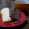 マグカップとシフォンケーキ