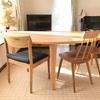 半円形のダイニングテーブルはとても便利でオシャレ!
