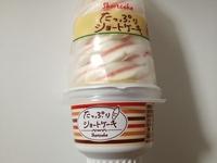ファミマ限定「たっぷり」ショートケーキは少し手の込んだ完成度。再現度とシューアイス的な美味しさを楽しんで欲しい。