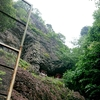 【生駒聖天・宝山寺(2)】修験・密教の道場 見上げる断崖の般若窟(岩屋)
