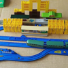 鉄道会社は社員教育にプラレールを使用する