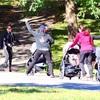 公園のカナダのママ達(ベビーカーエクササイズ?)