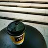 マクドナルドのコーヒーを飲みながら、朝の7時から仕事をしています。