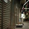 北九州・木造アーケード(8):枝光中央商店街,褐色と差し色。
