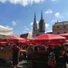 【ザグレブ観光】青空の下、赤い屋根のドラツ市場でビールを楽しむ!