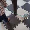 【0円工作】おうち遊びであんよの練習。カメと一緒に家じゅう楽しく散歩する簡単おもちゃを10分で作る