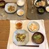 ごはん、きゅうりとズッキーニと豚バラ炒め、ブロッコリーと松山揚げの味噌汁、れんこんと人参のサラダ