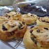 今月の試作、クリームロール、パン・レザン、お菓子はブラウニー