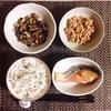 焼き鮭、ひじき煮、小粒納豆。