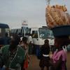 頭にフランスパン。モザンビークのマプト