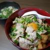 肉のせ肉麻婆豆腐丼とわかめとお麸の味噌汁 28