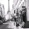 エッフェル塔が見える街角とモノクロ写真のお話