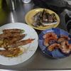 幸運な病のレシピ( 1035 )夜:豚肩ロースアスパラ巻き、エビ焼き、サンマ、昼に仕込んだ白菜ロール