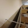 ストックルーム内の壁の傾き
