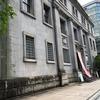 最新のビルに挟まれてても、この存在感です。被爆建物「旧日本銀行広島支店」
