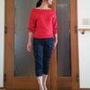 初秋のセーターは鮮やかで、下品じゃない赤を選ぶ