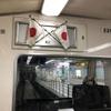 祝日の大阪メトロの車内には…