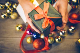 【2018年】女性が本当に喜ぶクリスマスプレゼントの選び方を年代別に徹底解説!