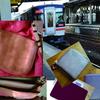 電車移動の時、持ち歩くバッグ、財布など貴重品をミニマムにすると便利。