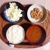キャベツサラダ、小粒納豆。