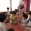 たんぽぽこどもの園の柏餅づくり  Reiskuchenmachen im Kindergarten