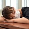 介護職が風邪をひいても休めない施設の特徴と問題点は?