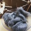 <グレーのシェットランドウールでつくる手紡ぎ毛糸STEP1>羊毛を糸車で紡いでいきます