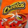 海外お菓子:濃厚チーズ味と辛くないのに赤い見た目の「チートス」