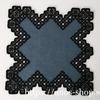ハーダンガー刺繍のブラックトーン