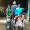 カンボジアの村に車椅子が。