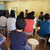 卒業生の話しを聞く会     Yumeko und Eiki sprechen für die Eltern