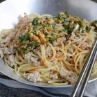 ニラ多めの油淋鶏風タレでパスタもはかどる「油淋鶏風鶏そぼろパスタ」【エダジュン】