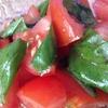 毎年恒例のバジル栽培☆今年初収穫したので、トマトでさっぱりサラダを作りました