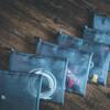 百均のポーチとテープライターでケーブルを整理したら引き出しがスッキリした