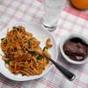 昼食:スパゲティを、焼肉のたれ、ケチャップ、マヨネーズ