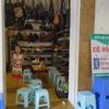 ベトナムの街並み「雑貨屋の中で麺料理を提供してるのか!?レストランで靴とカバンを売っているのか!?」