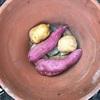 植木鉢で芋を焼く