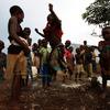 母親の目の前で子どもの喉を切り裂く民兵 コンゴ紛争の悲惨な実態