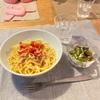 トマトとしらすのパスタ、きゅうりとオクラとカニカマのサラダ