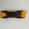窓フィルム(低反射シート)をスクレーパーとフィルム剥がしスプレーを使って剥がす。